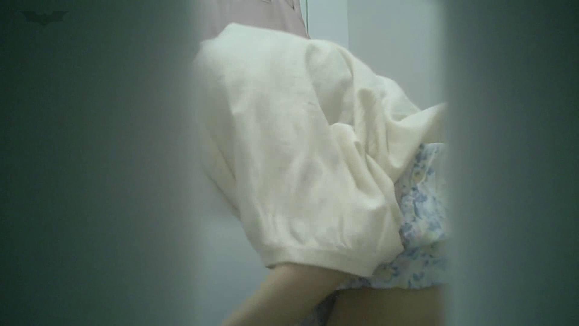 有名大学女性洗面所 vol.40 ??おまじない的な動きをする子がいます。 洗面所 オメコ動画キャプチャ 51画像 31
