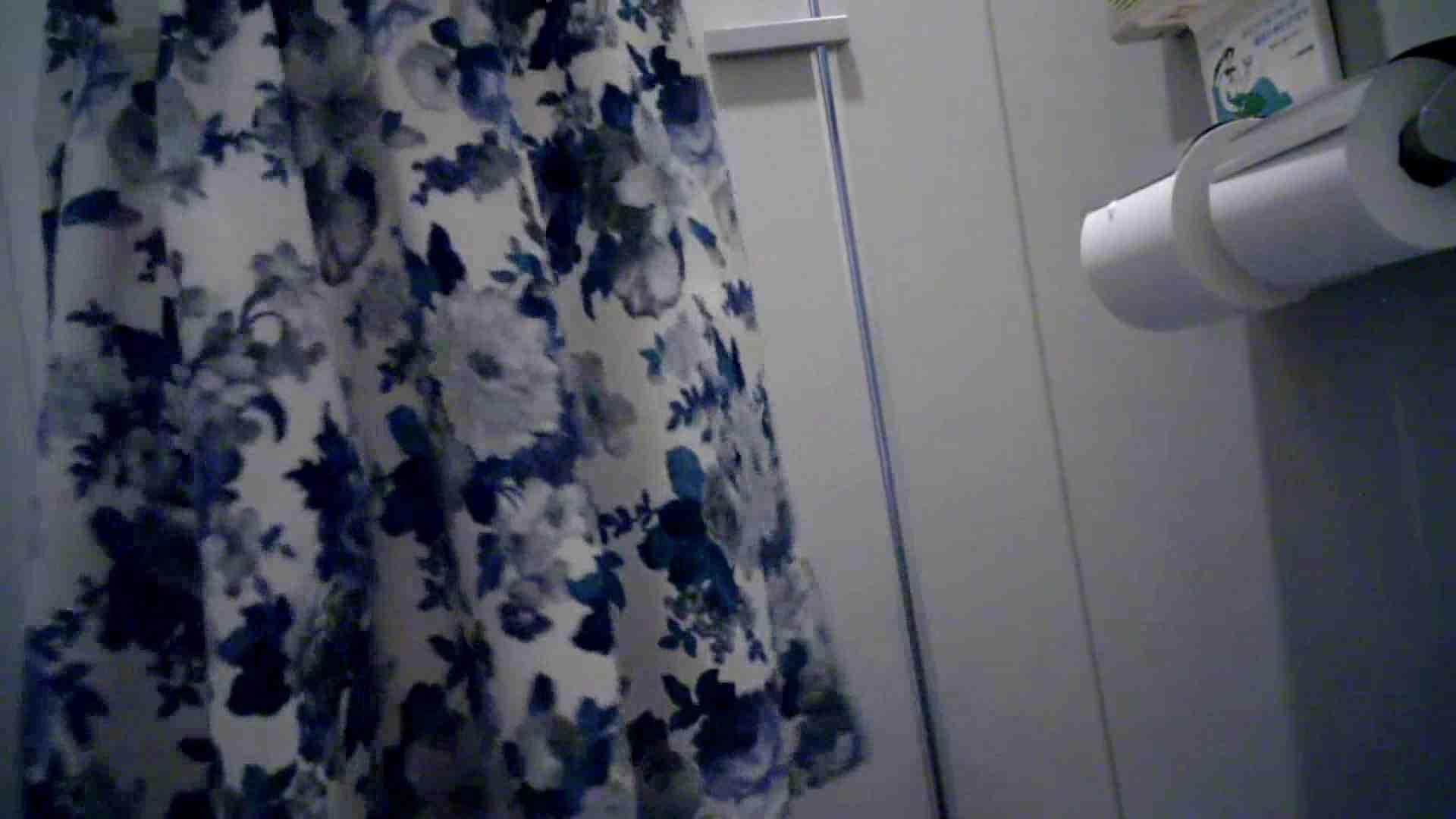 有名大学女性洗面所 vol.40 ??おまじない的な動きをする子がいます。 潜入 AV無料 51画像 51