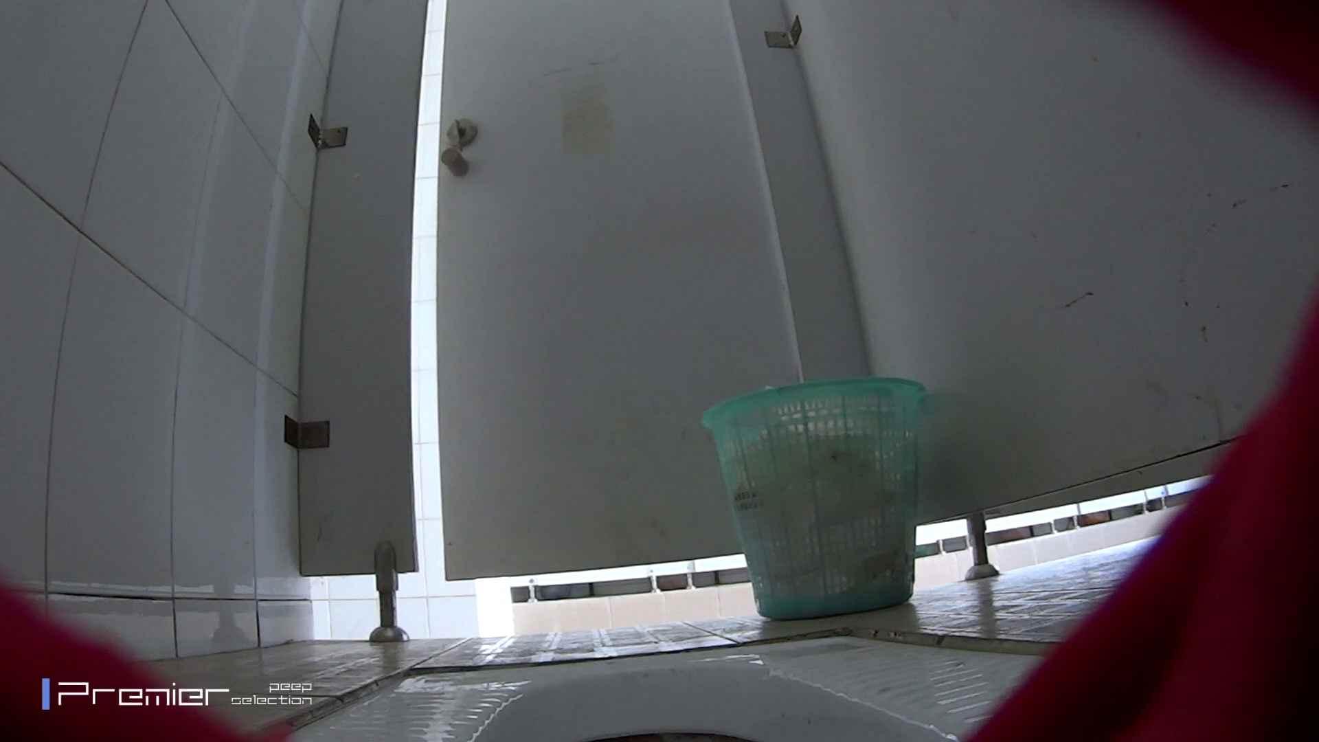 しゃがみながらお尻をクイっ!有名大学休憩時間の洗面所事情10 丸見え オメコ動画キャプチャ 59画像 14