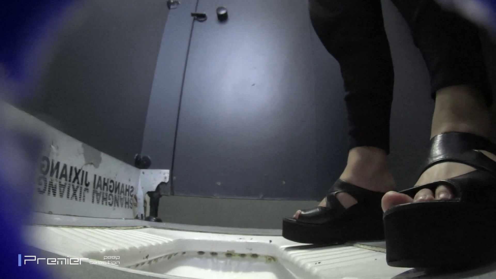 紫煙が揺れる… 大学休憩時間の洗面所事情33 細身女性 ワレメ無修正動画無料 60画像 17