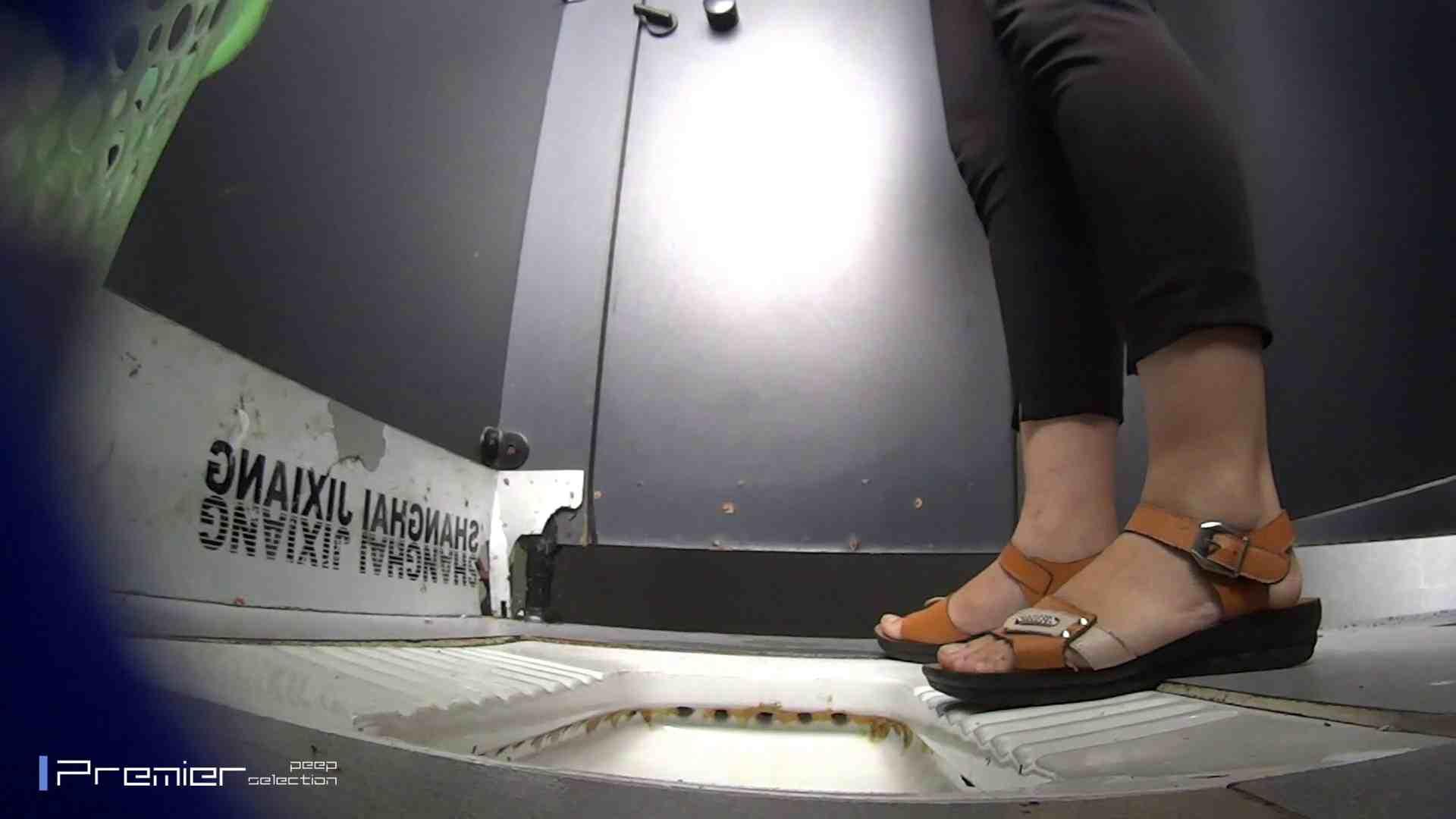 夏全開!ハーフパンツのギャル達 大学休憩時間の洗面所事情44 パンツ特集 ワレメ動画紹介 105画像 47