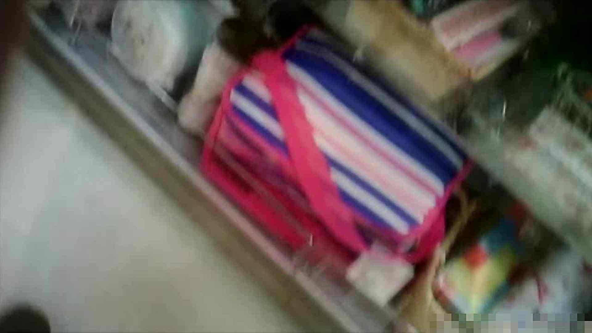 NO.5 意外に豊満な胸の雑貨屋で物色中のお女市さん チラ   胸チラハミ胸  72画像 53