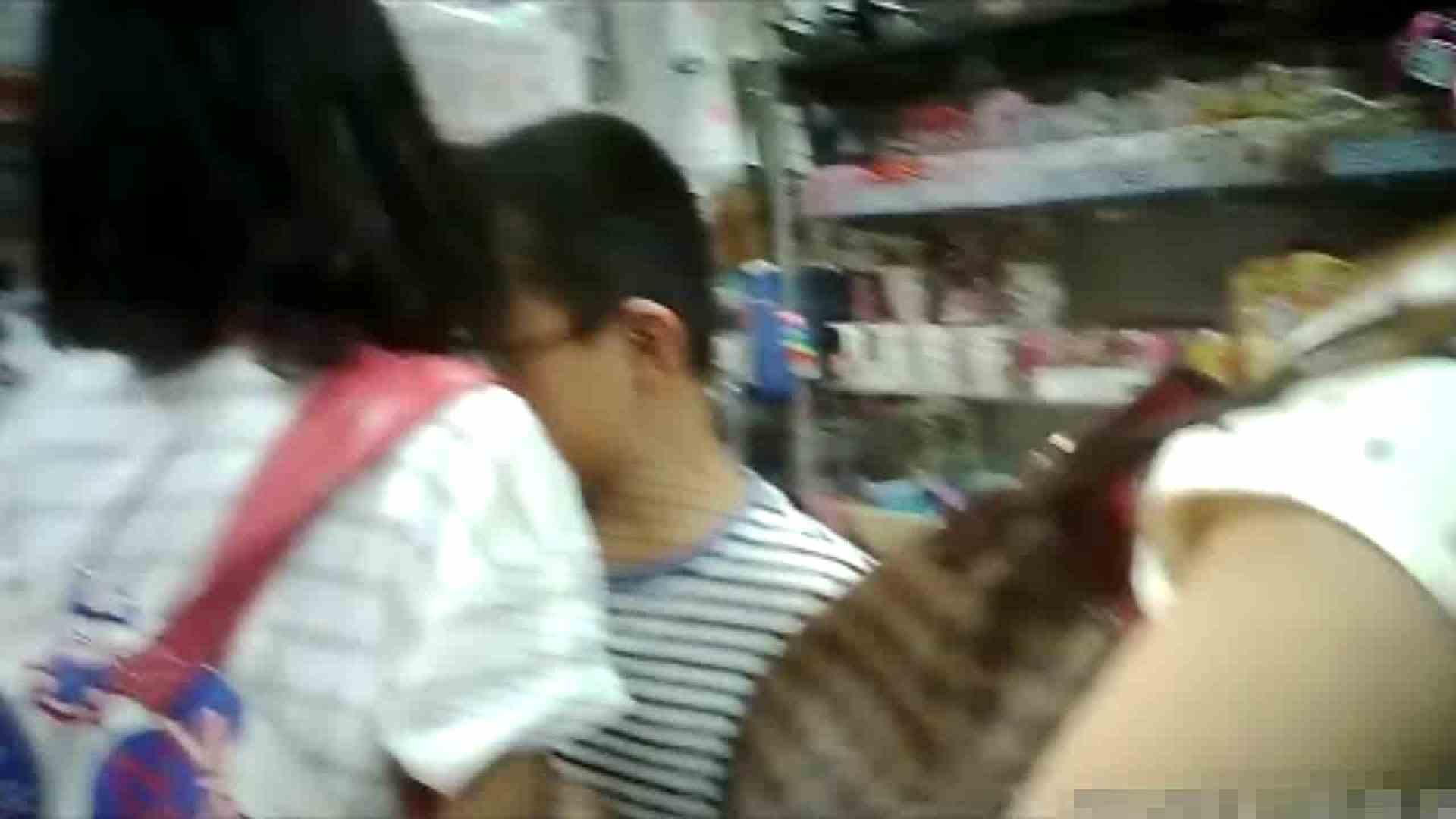 NO.5 意外に豊満な胸の雑貨屋で物色中のお女市さん チラ   胸チラハミ胸  72画像 57
