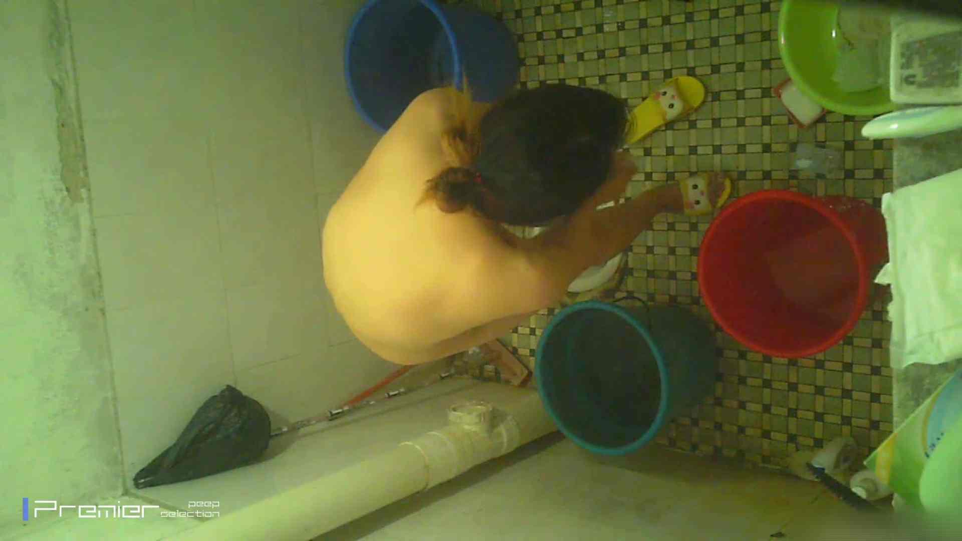 美女の痴態に密着!洗面所で入浴!  高画質 アダルト動画キャプチャ 87画像 38