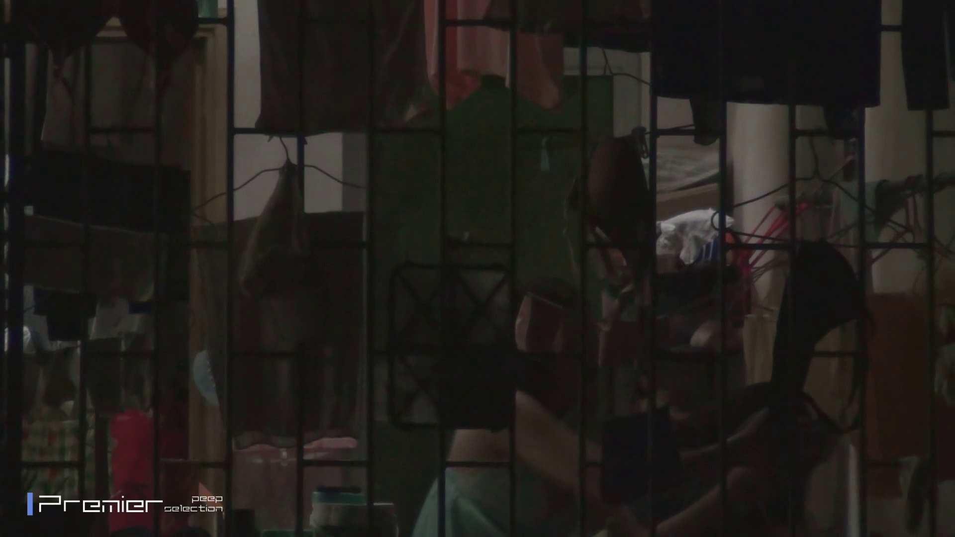 美女の痴態に密着!洗濯物を干す女 Vol.07 パンチラ セックス無修正動画無料 98画像 20