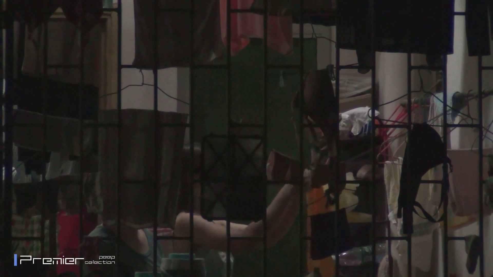 美女の痴態に密着!洗濯物を干す女 Vol.07 潜入 おめこ無修正画像 98画像 29