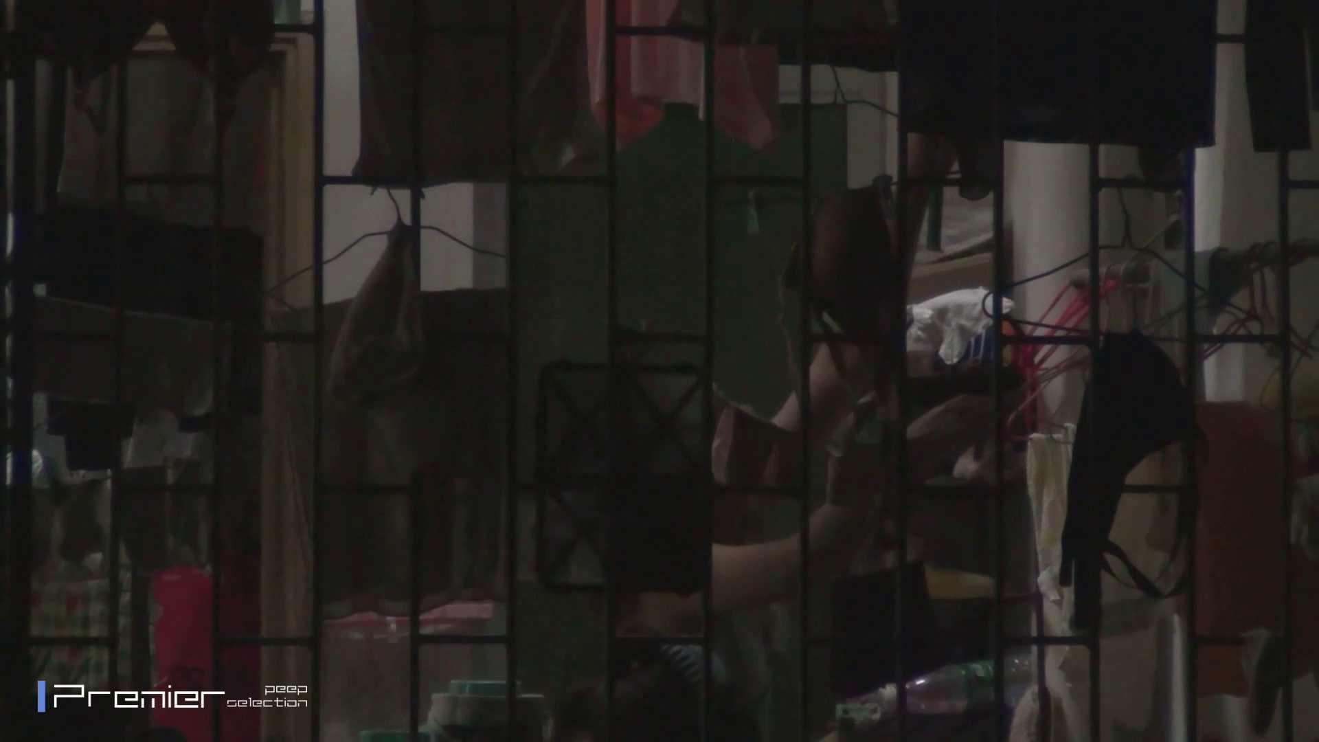 美女の痴態に密着!洗濯物を干す女 Vol.07 チラ おまんこ動画流出 98画像 65