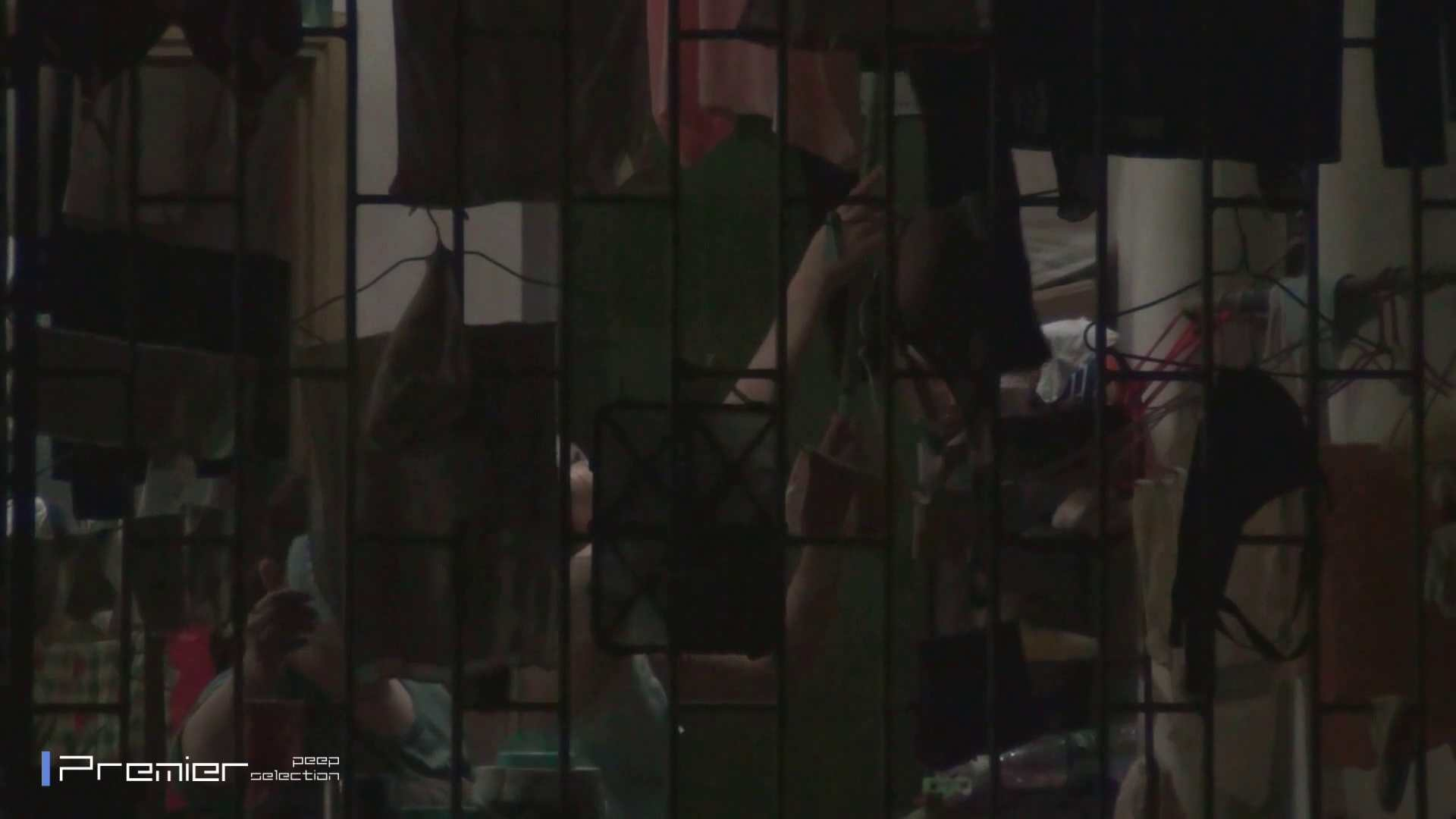 美女の痴態に密着!洗濯物を干す女 Vol.07 細身女性 オマンコ無修正動画無料 98画像 90
