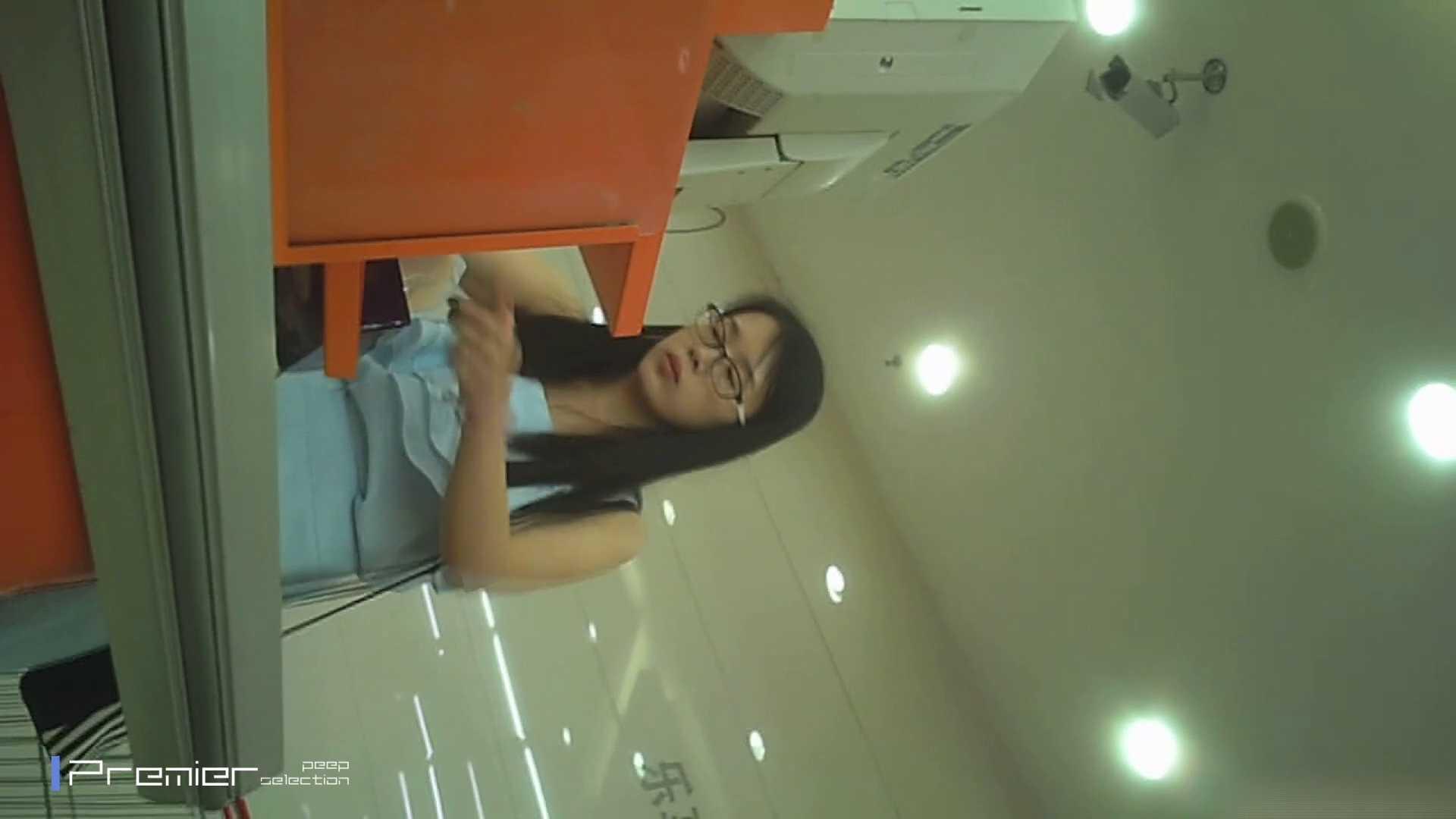 美女の痴態に密着!ギャルのパンチラVol.04 眼鏡女良のパンチラ 美肌 オメコ無修正動画無料 99画像 64