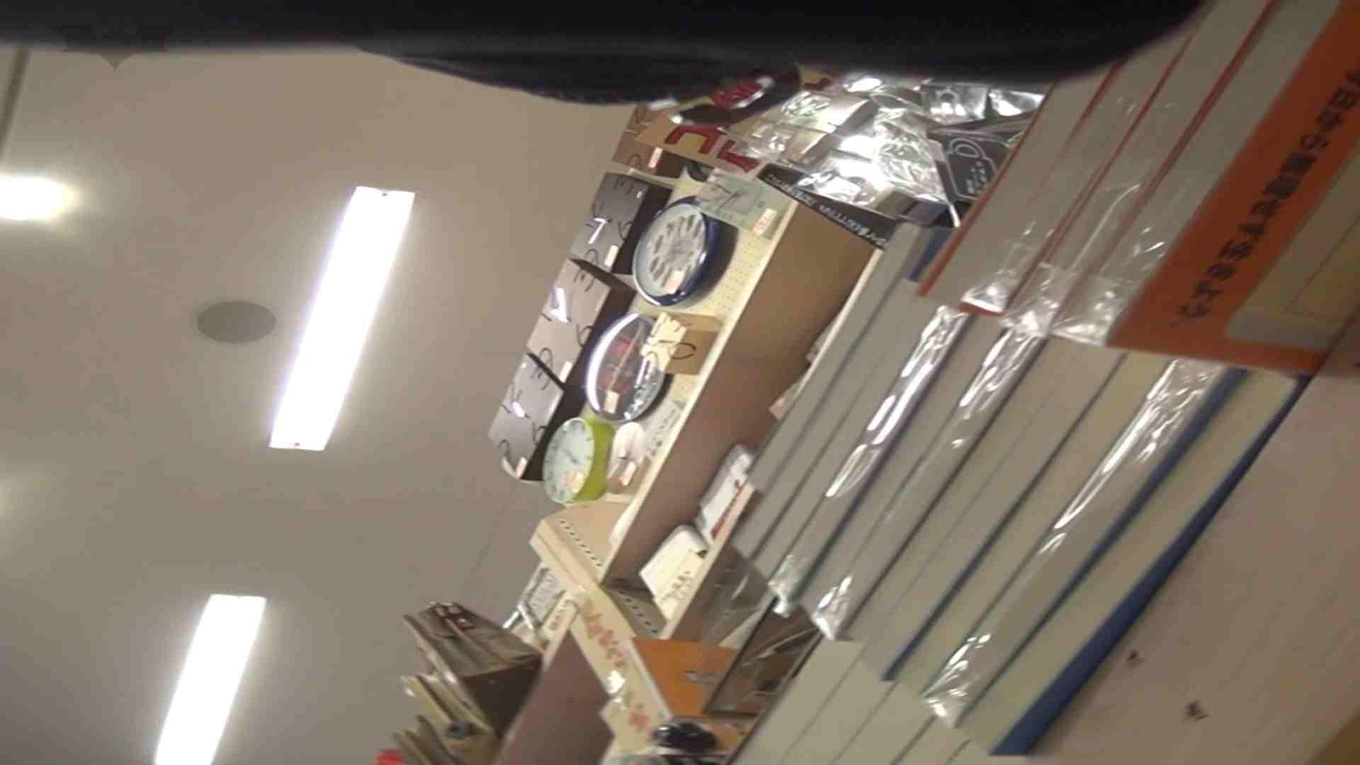 隣からNo17 ガード甘々のヒラヒラ系を粘着撮り 丸見え | 高画質  73画像 31