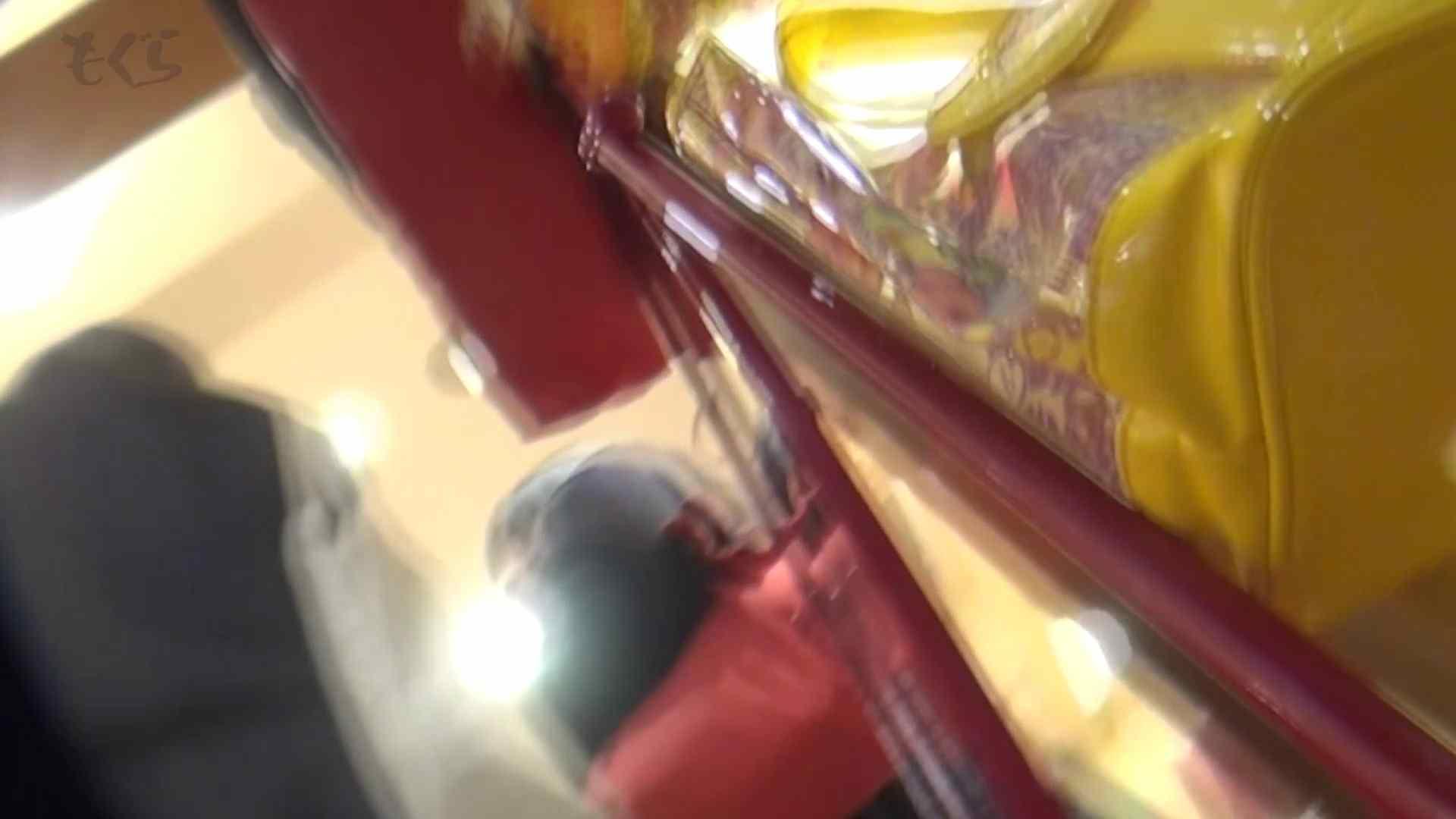 隣から【期間限定品】No.12 黒髪真面目系な彼女を下から・・・。 丸見え ぱこり動画紹介 77画像 3
