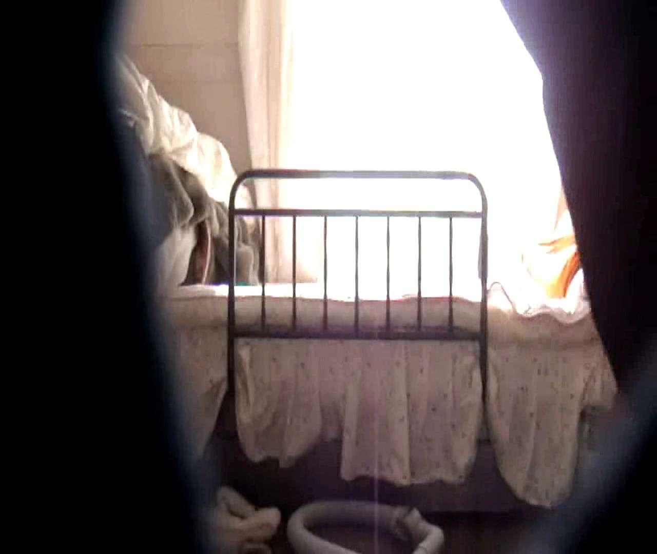 vol.3 まどかがパンツを見せながら部屋掃除、洗面所も少しどうぞ。 パンツ特集 エロ画像 106画像 68