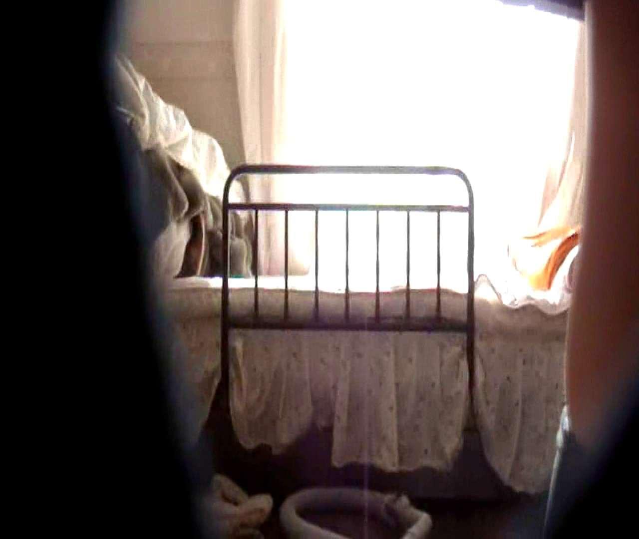 vol.3 まどかがパンツを見せながら部屋掃除、洗面所も少しどうぞ。 ○族 SEX無修正画像 106画像 69