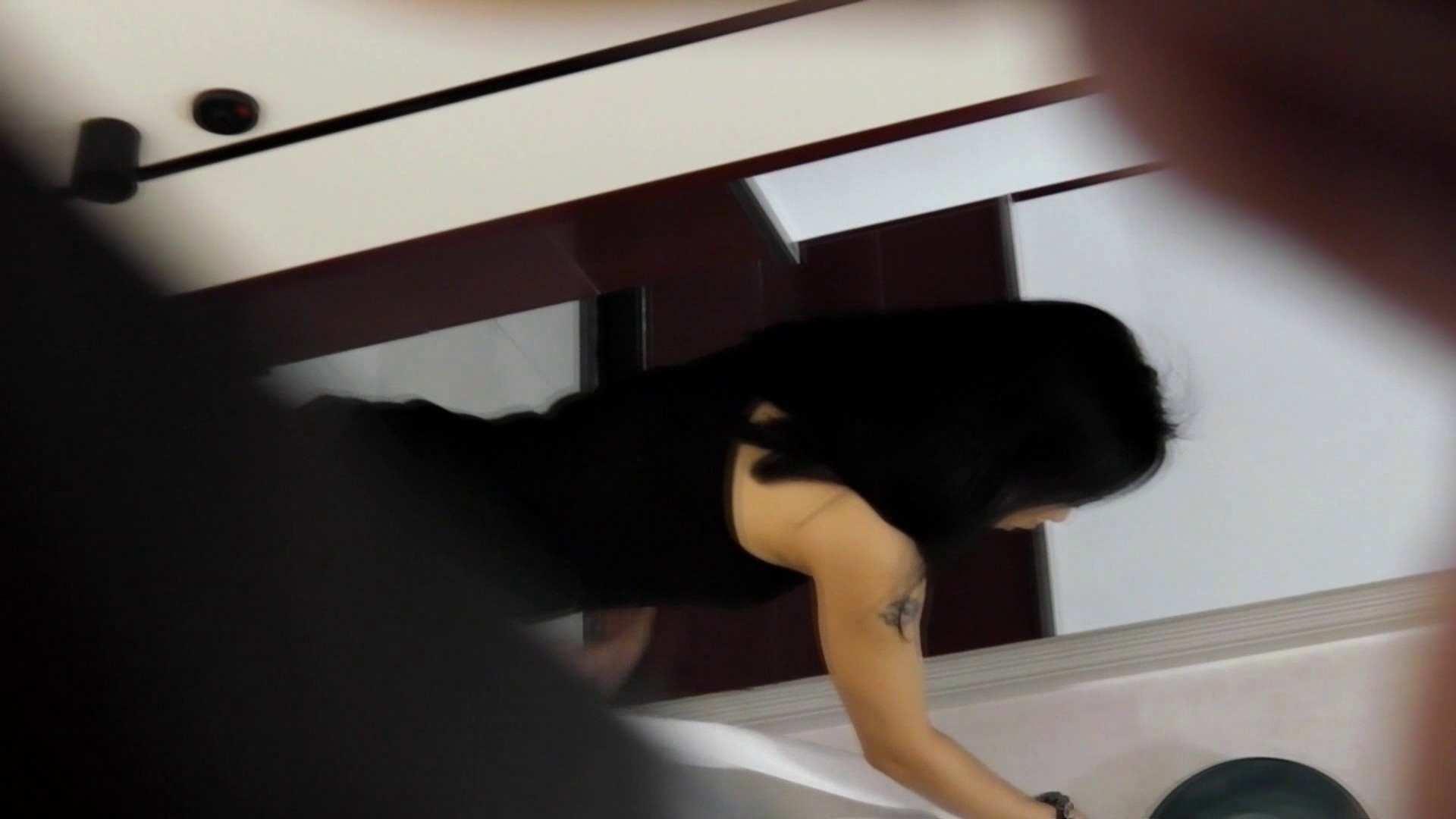 お市さんの「お尻丸出しジャンボリー」12 前代未聞和式個室内手で洗う 美人編 AV動画キャプチャ 102画像 5