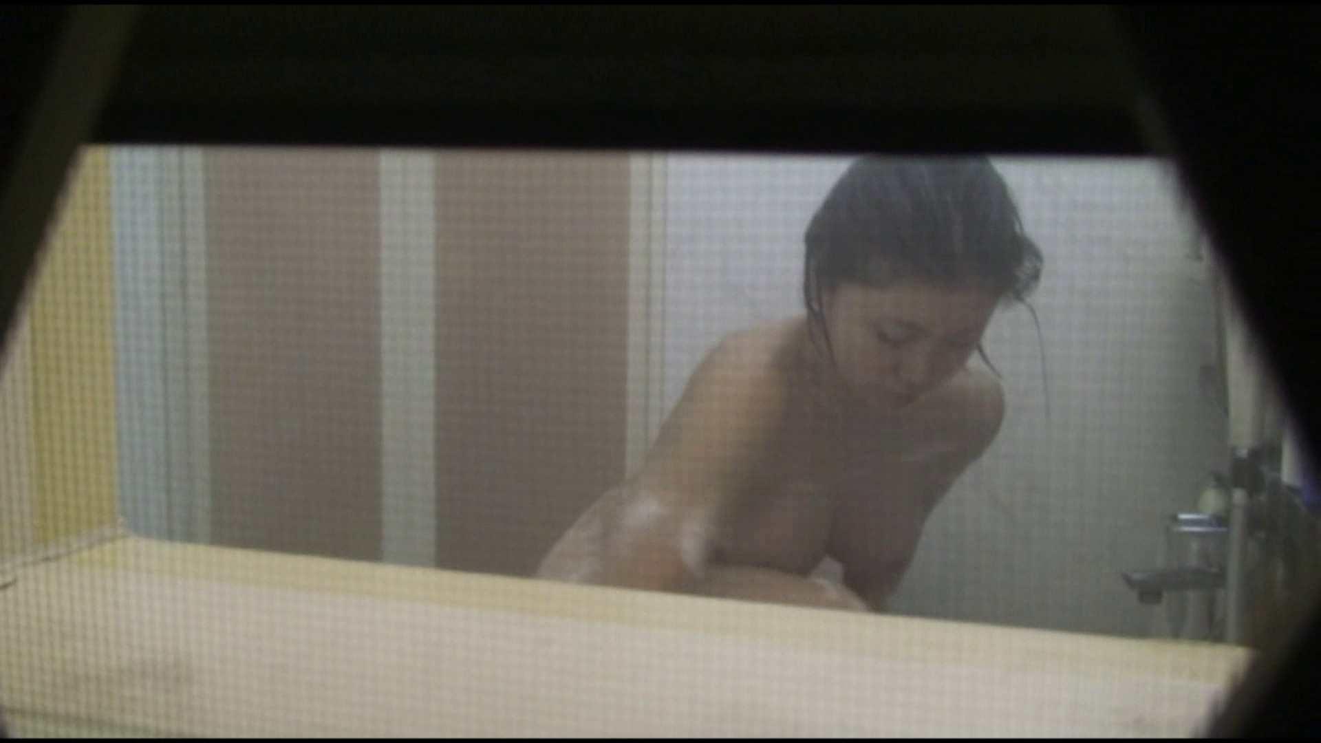 オマンコ丸見え:vol.04巨乳美人のおっぱいがプルルンッと弾けてます!風呂上りも必見:怪盗ジョーカー