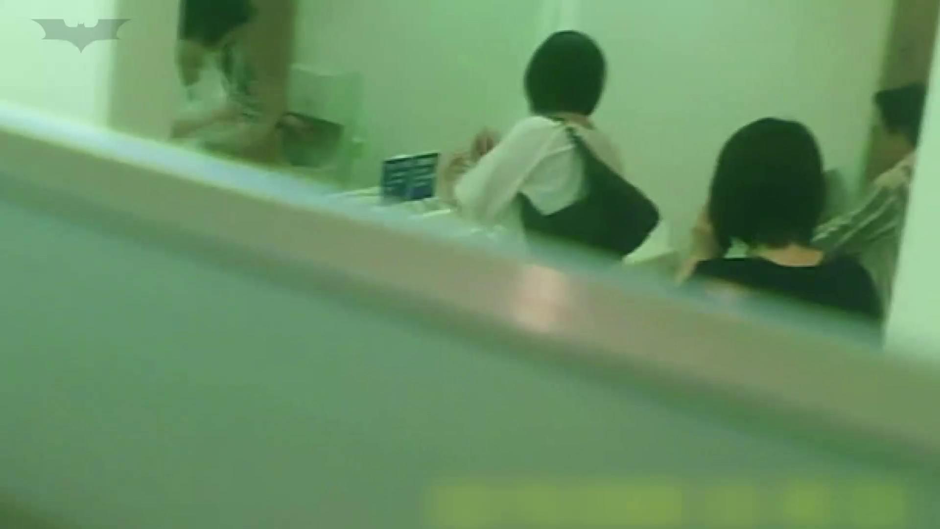 夏の思い出浜辺トイレ盗撮Vol.19 和式で・・・ おめこ無修正動画無料 103画像 87