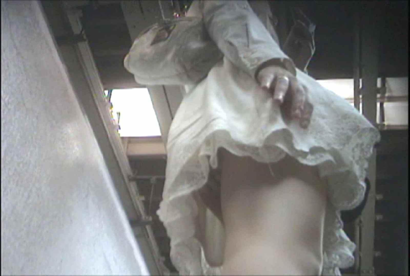 「しん」さんの逆さバイキングVol.7 パンチラ ワレメ動画紹介 66画像 27