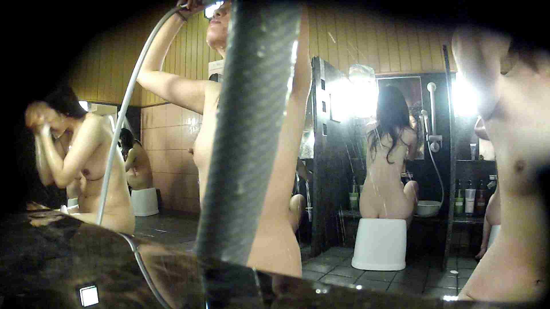 洗い場!ホースが邪魔ですが4体の身体を楽しめるお得な作品 高画質  79画像 70