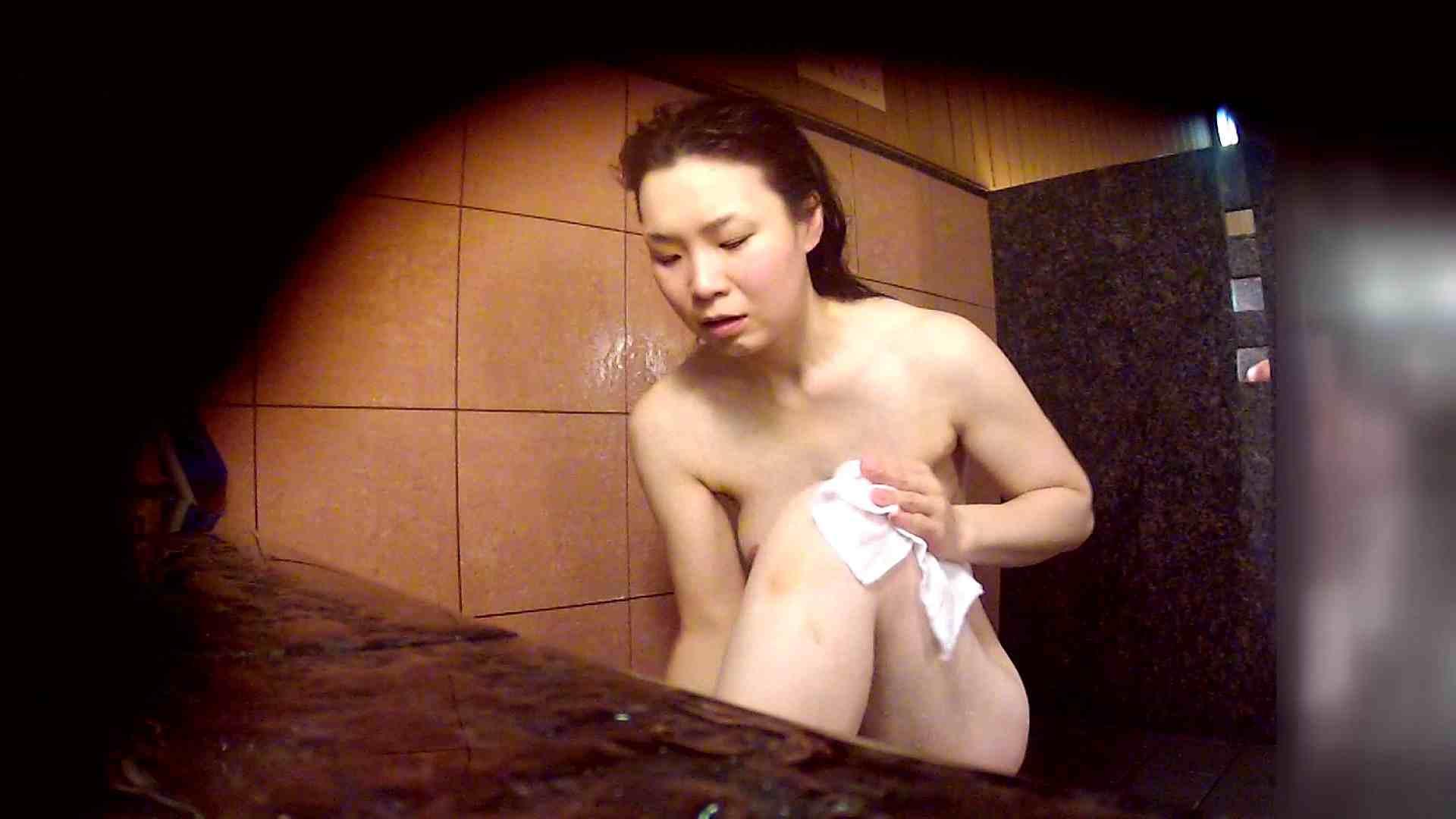 洗い場!マッスルお嬢さん!でもオッパイだけは柔らかそうです。 女湯 オメコ動画キャプチャ 68画像 18