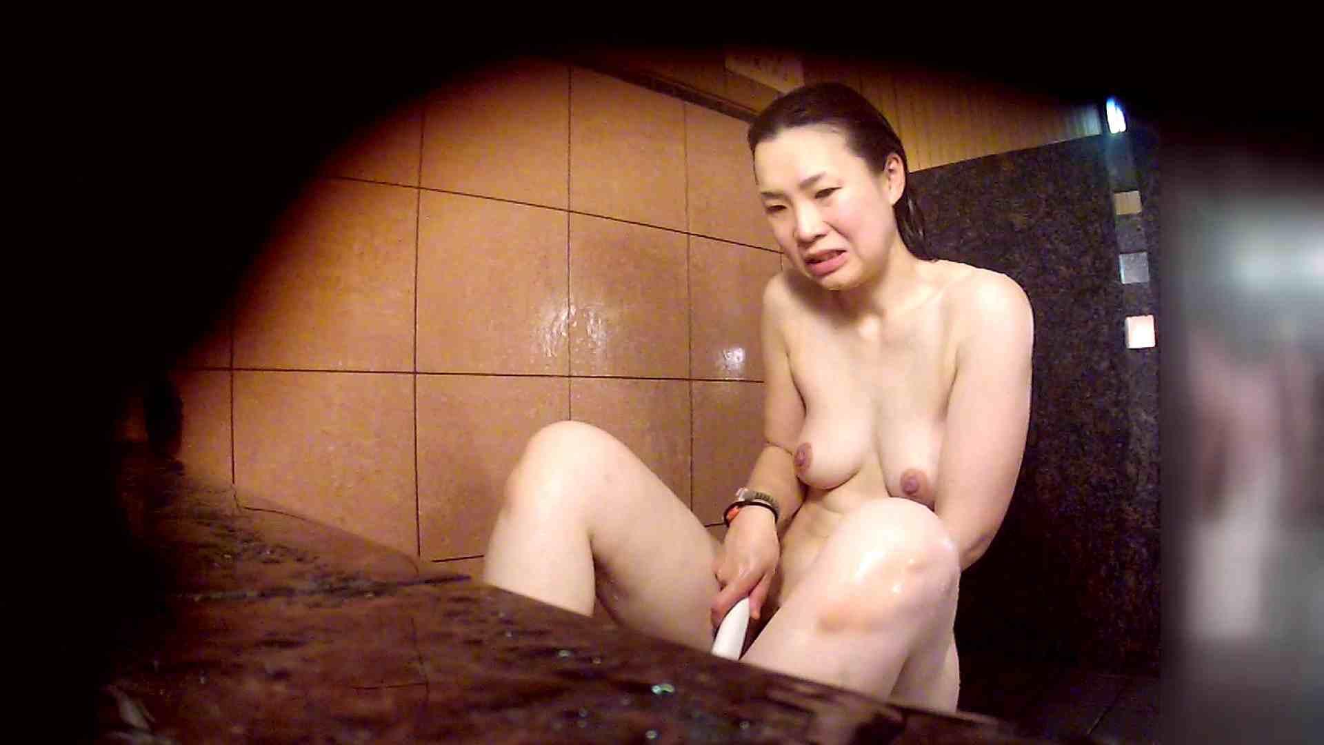 洗い場!マッスルお嬢さん!でもオッパイだけは柔らかそうです。 潜入  68画像 56