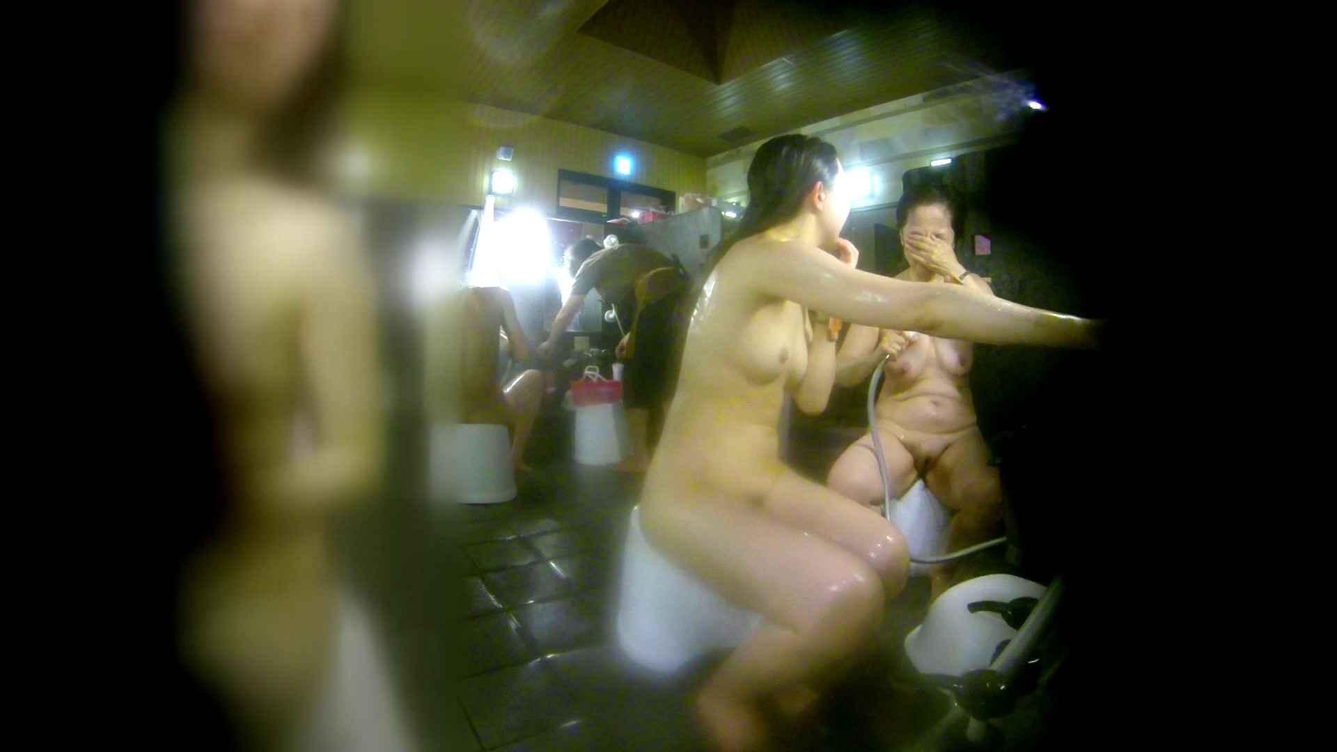 洗い場!右足の位置がいいですね。陰毛もっさり! 潜入 オメコ動画キャプチャ 111画像 12