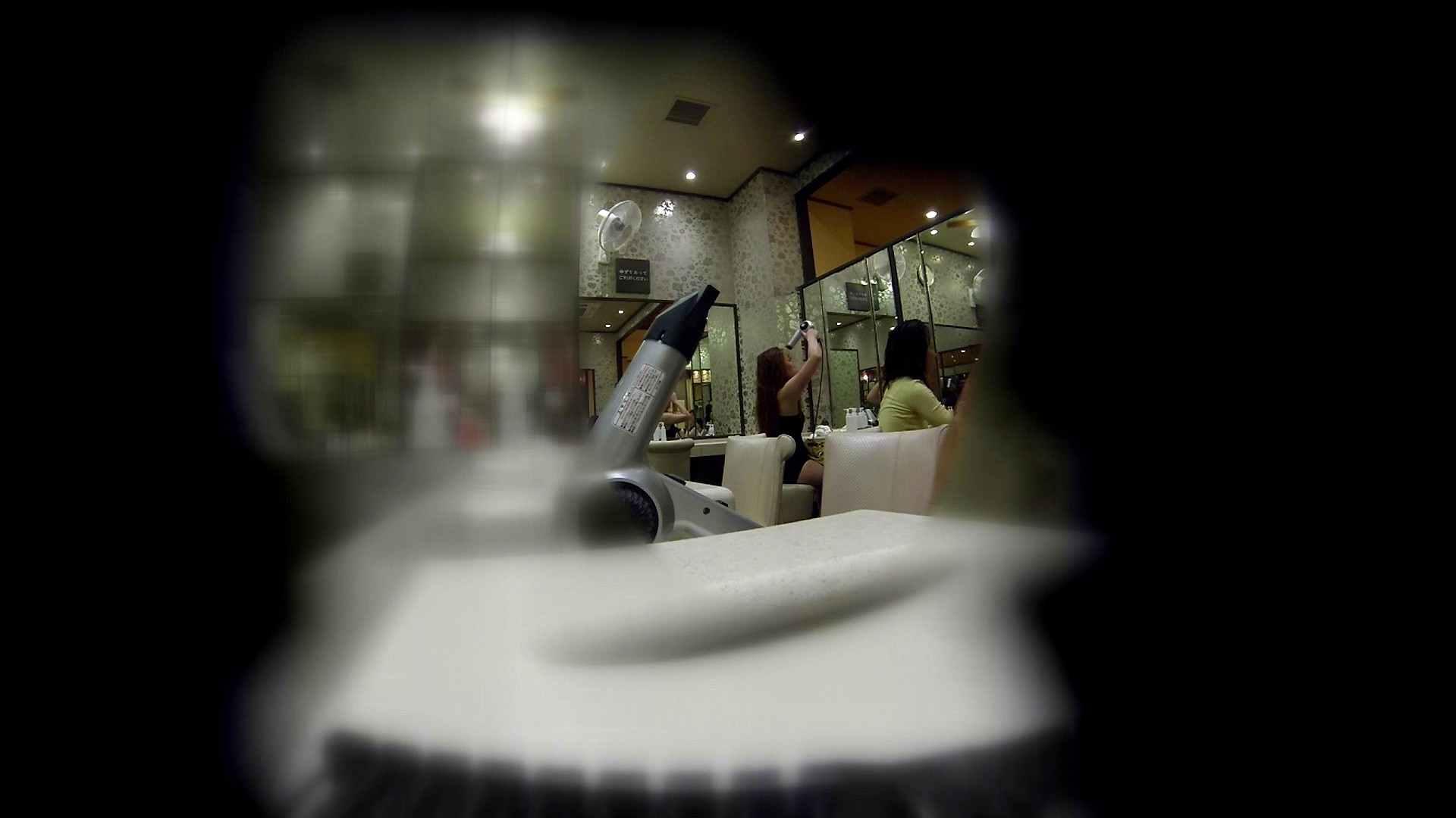 追い撮り!髪を下ろすと雰囲気変わりますね。 美乳 スケベ動画紹介 64画像 54