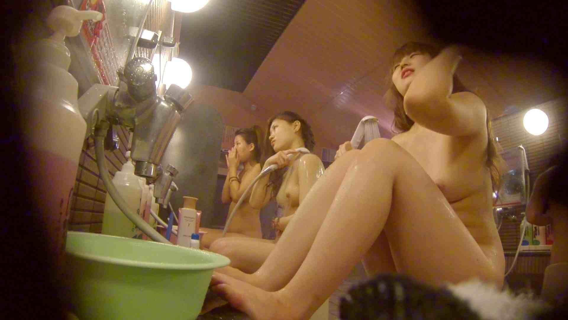 追い撮り!脱衣所から仲良し3人組を追跡。みんなイイ体・・。 追跡 | 銭湯着替え  63画像 23