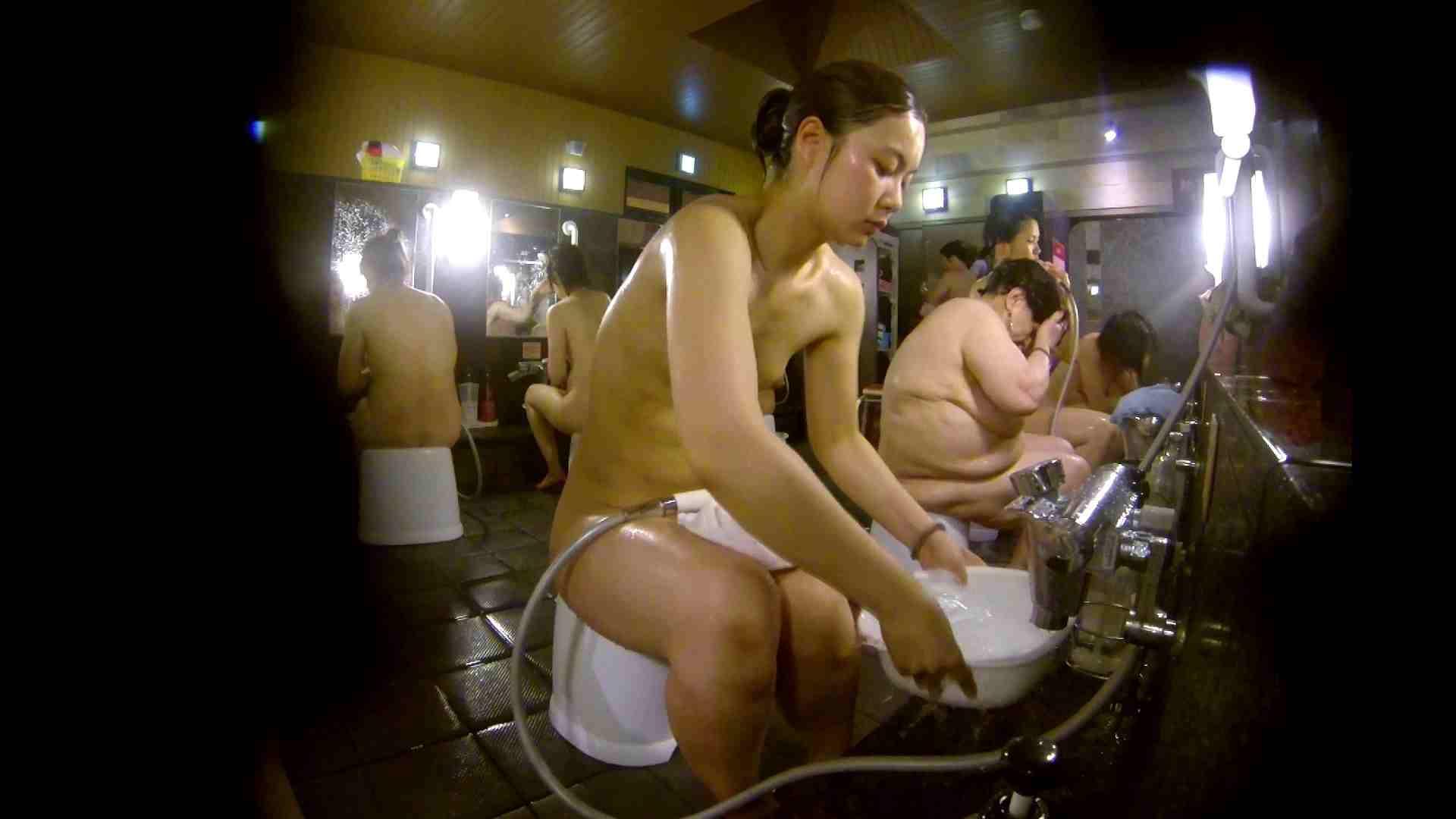 追い撮り!脱衣~洗い場、徹底追跡!撮り師さんに拍手!! むっちり  95画像 54