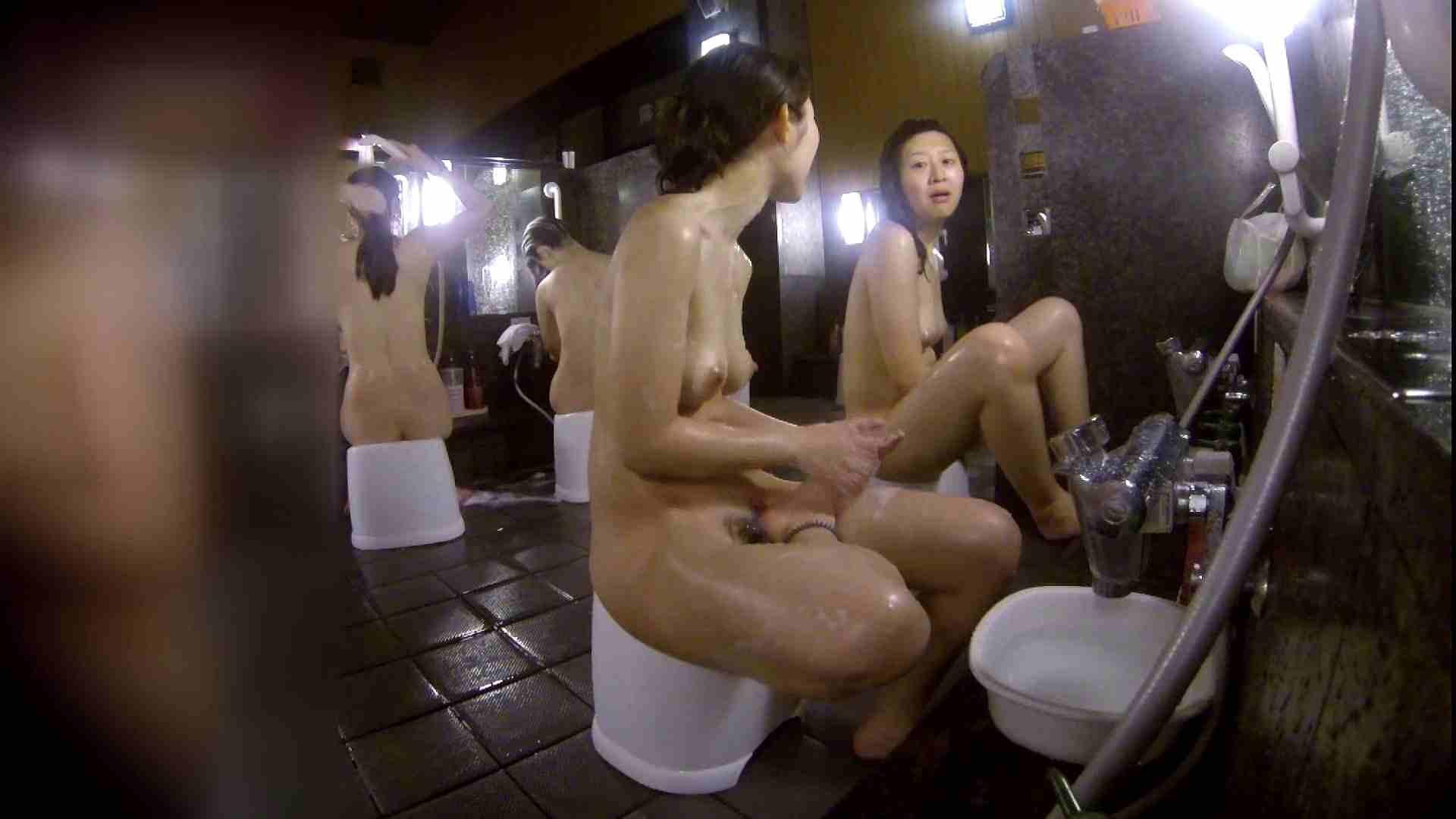 洗い場!地味目の女の子2人組。ずっと話しながら洗ってます。 銭湯着替え  52画像 24