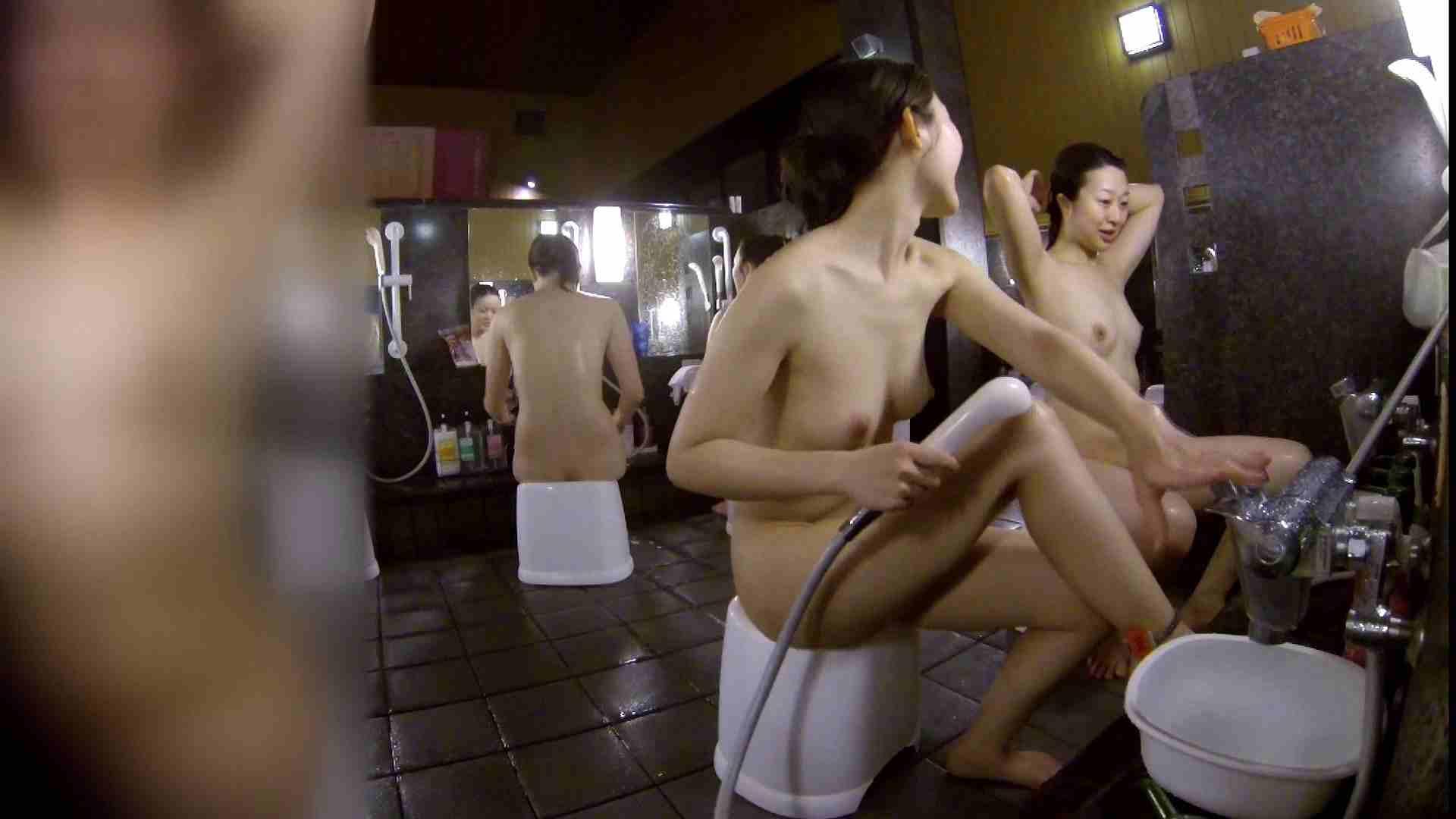 洗い場!地味目の女の子2人組。ずっと話しながら洗ってます。 細身女性 ヌード画像 52画像 51