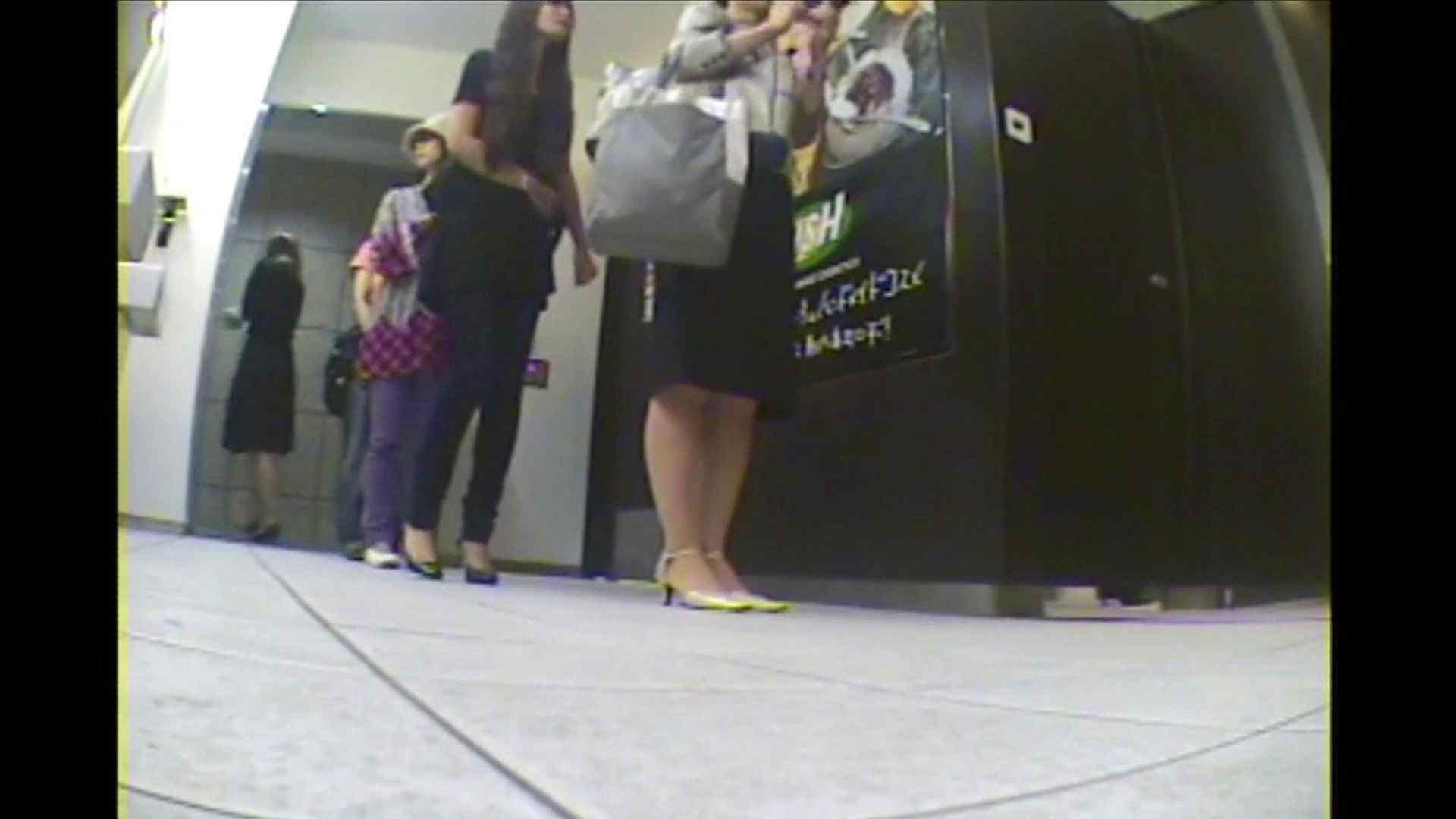 オマンコ丸見え:お漏らし寸前デパトイレ盗撮!Vol.04:のぞき本舗 中村屋