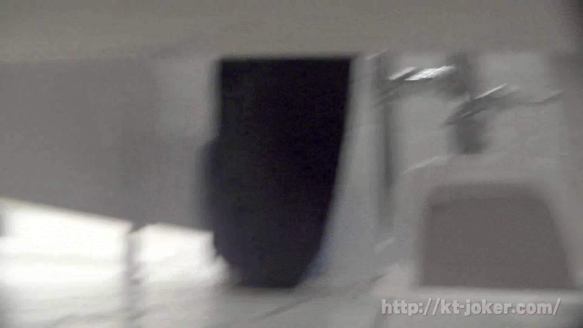 オマンコ丸見え:命がけ潜伏洗面所! vol.60 あれ?チラっチラって。気づいてます?:ピープフォックス(盗撮狐)