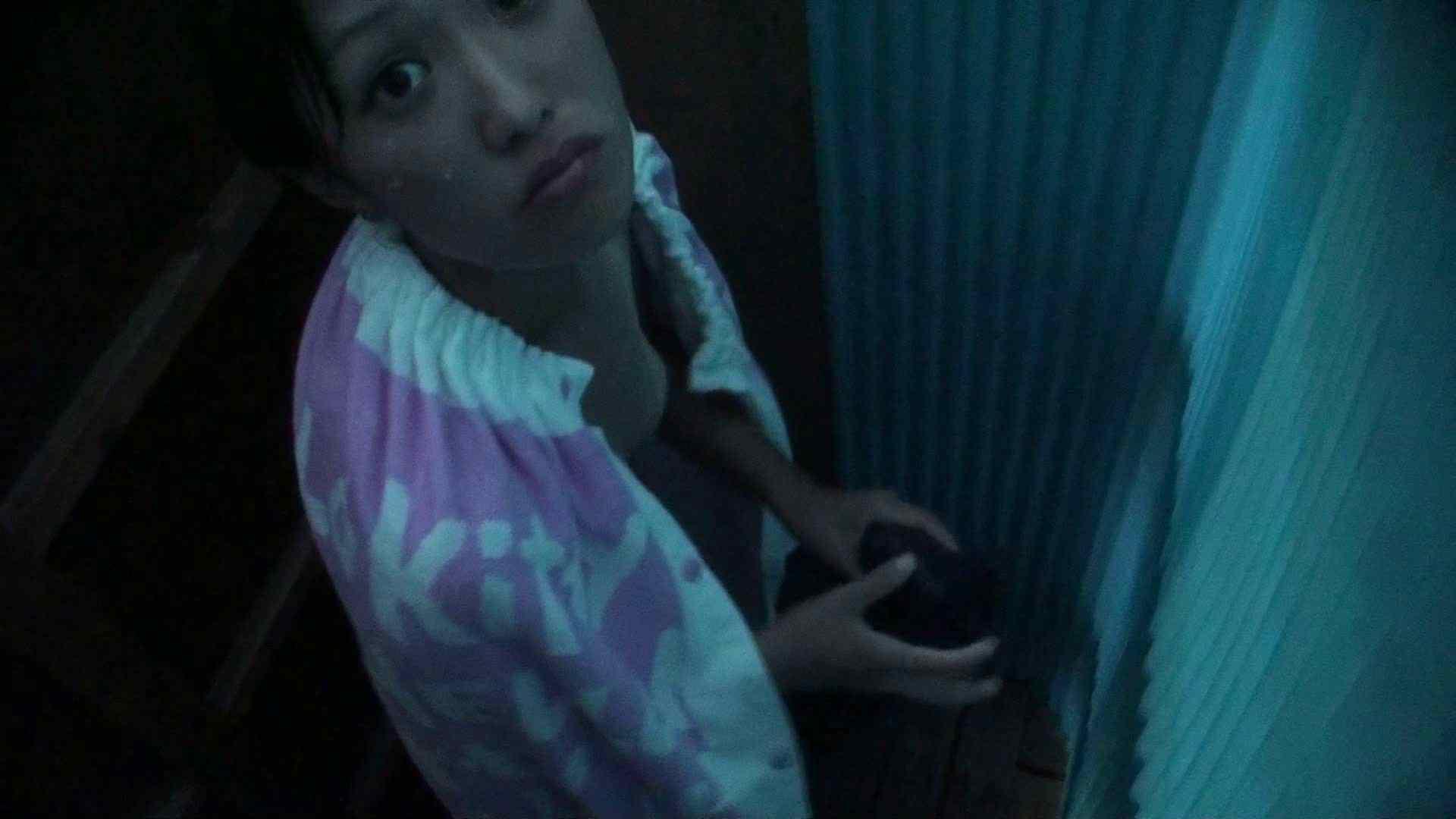 オマンコ丸見え:シャワールームは超!!危険な香りVol.26 大学生風美形ギャル 暗さが残念!:ピープフォックス(盗撮狐)